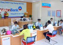 Kiểm tra số dư tài khoản Vietinbank bằng cách tới quầy giao dịch